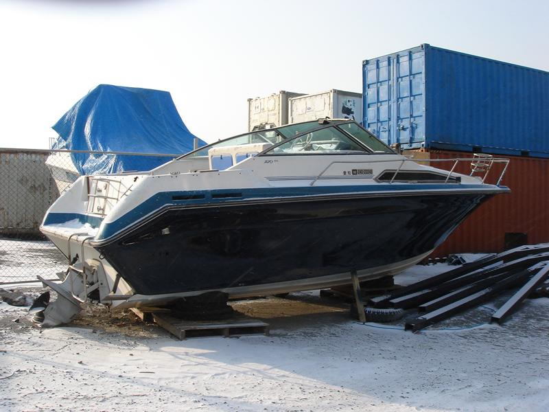 резиновая лодка с каютой